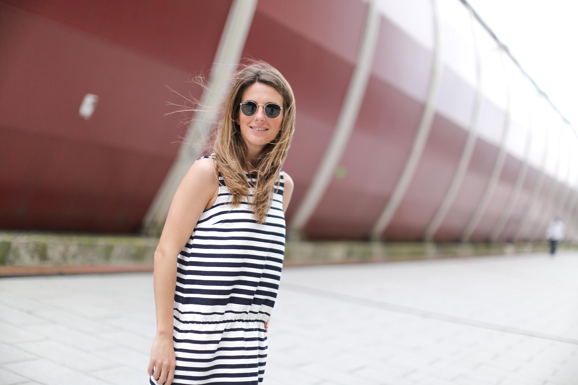 Clochet-streetstyle-suiteblanco-denim-jacket-stripped-dress-superga-classic-navy-6