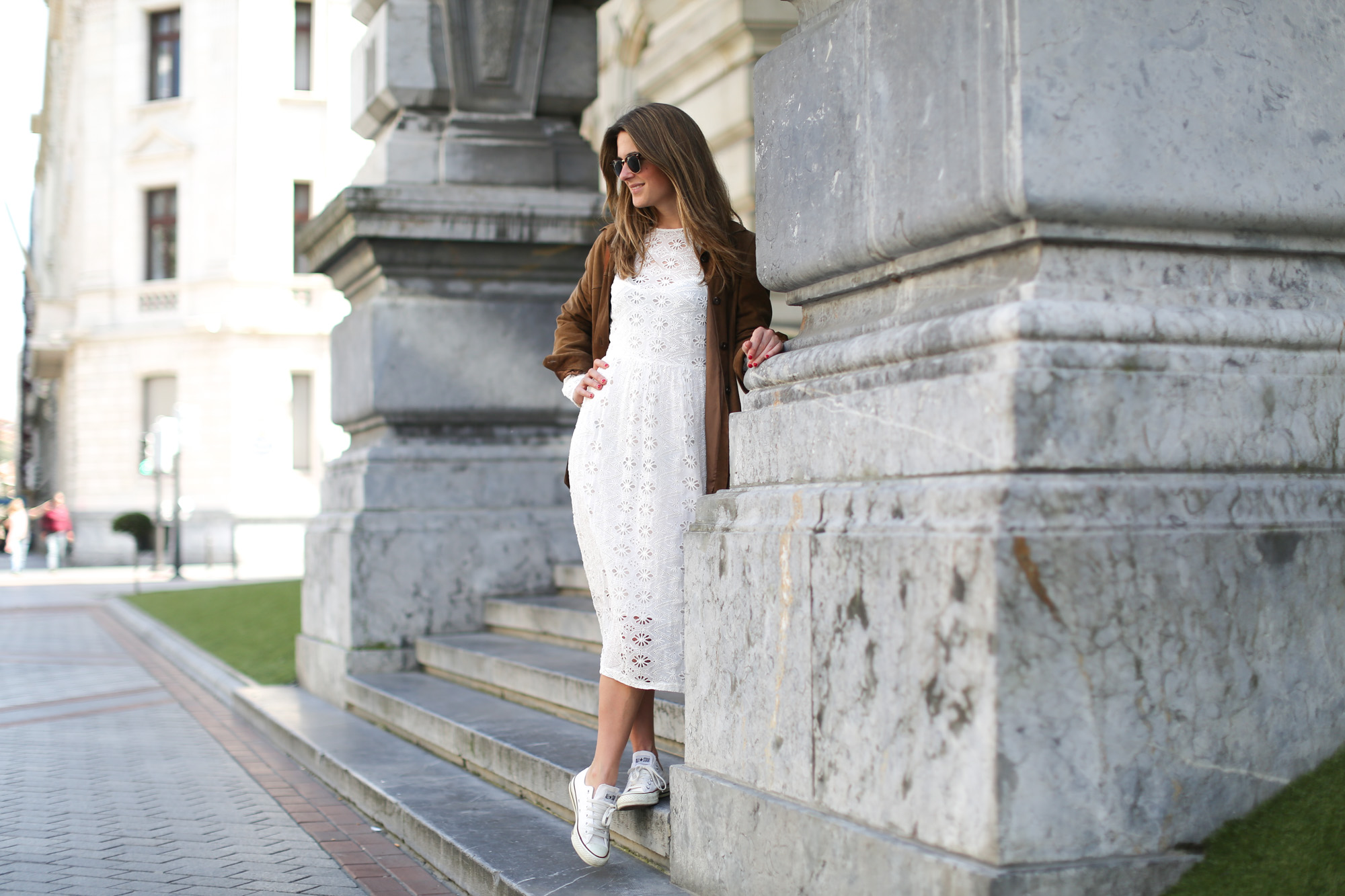 Clochet-streetstyle-zara-white-midi-embroidered-dress-with-full-skirt-suede-vintage-jacket-2