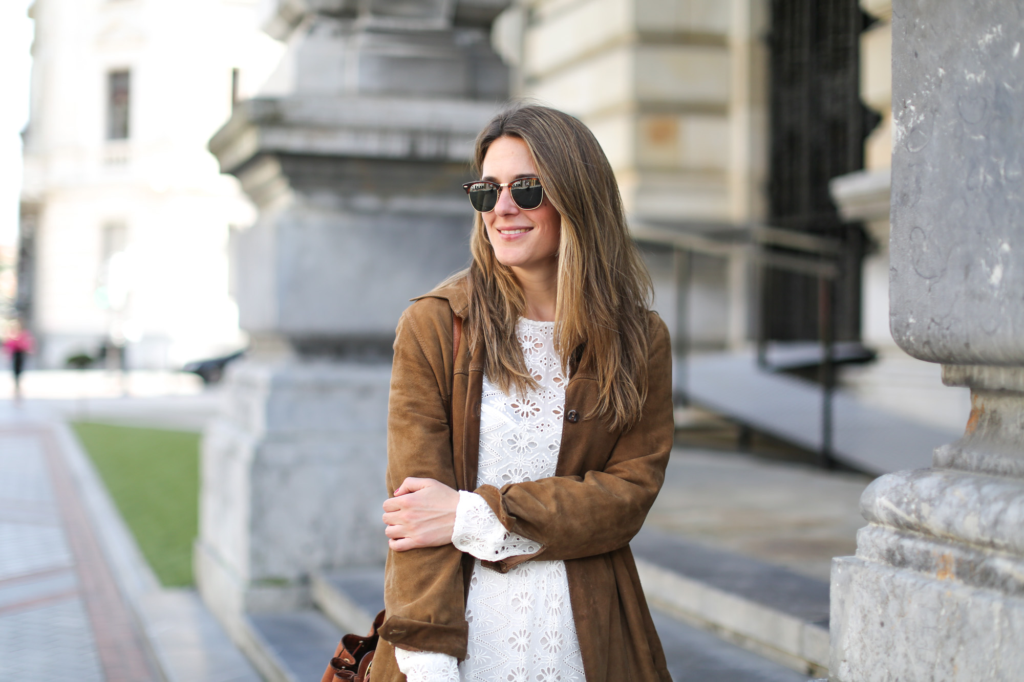 Clochet-streetstyle-zara-white-midi-embroidered-dress-with-full-skirt-suede-vintage-jacket-5