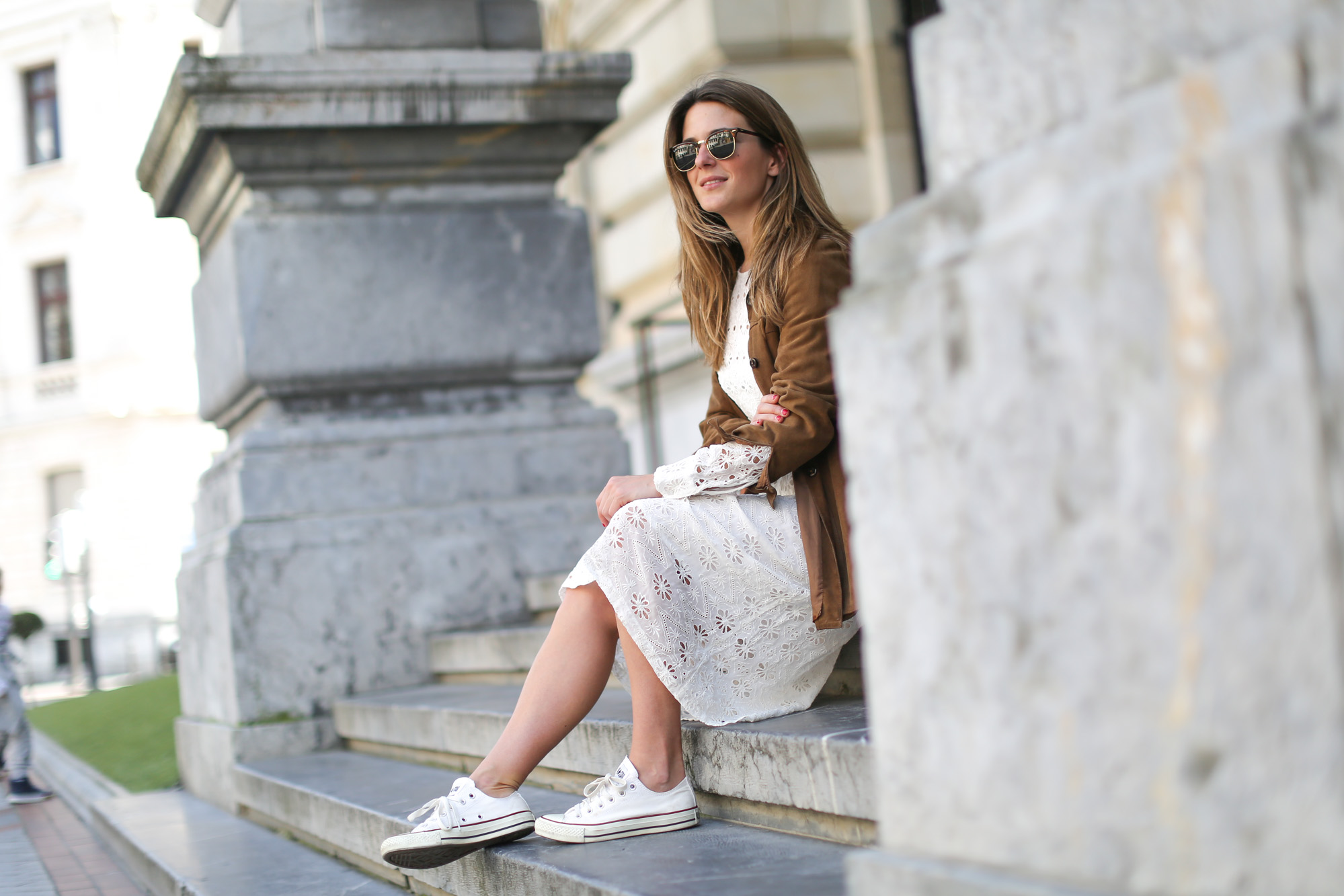 Clochet-streetstyle-zara-white-midi-embroidered-dress-with-full-skirt-suede-vintage-jacket-7