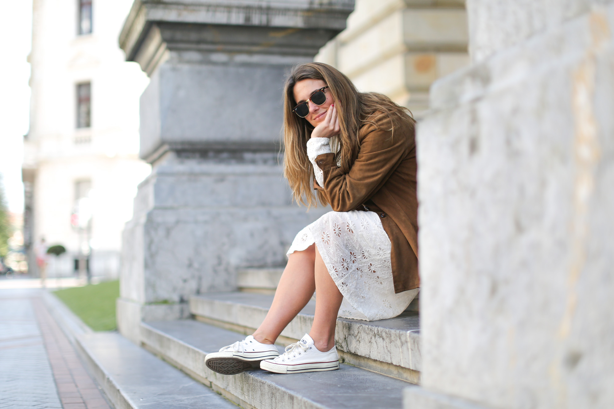 Clochet-streetstyle-zara-white-midi-embroidered-dress-with-full-skirt-suede-vintage-jacket-8
