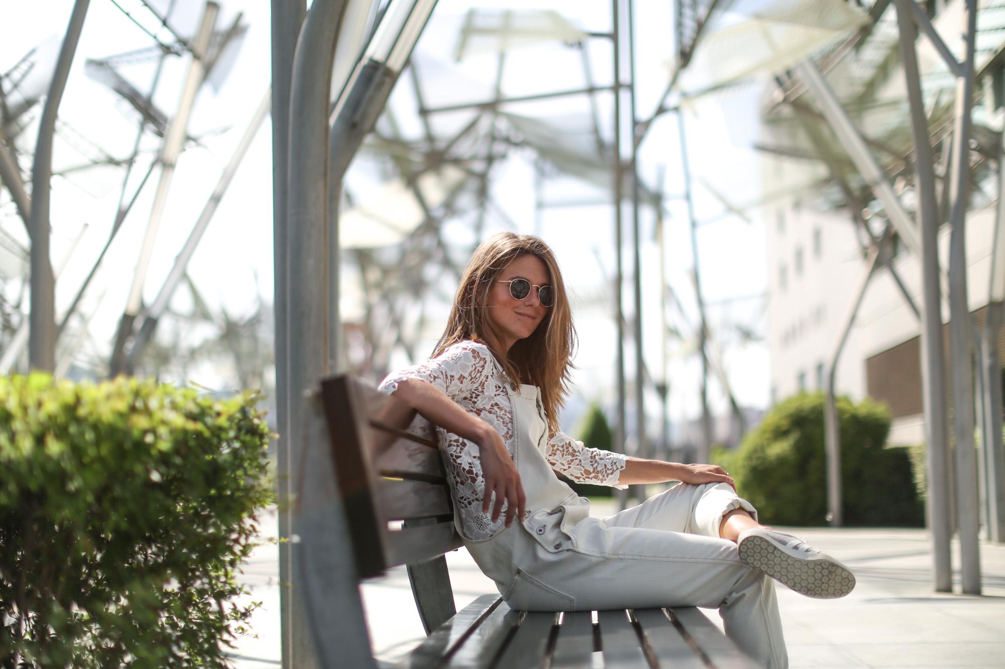 Clochet-streetstyle-mango-white-jumpsuit-grey-adidas-gazelle-14
