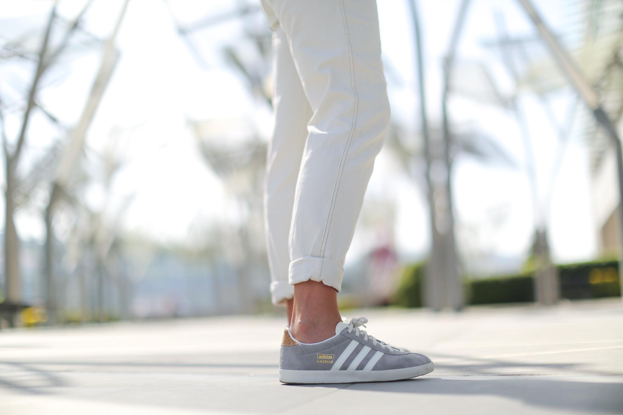 Clochet-streetstyle-mango-white-jumpsuit-grey-adidas-gazelle-7