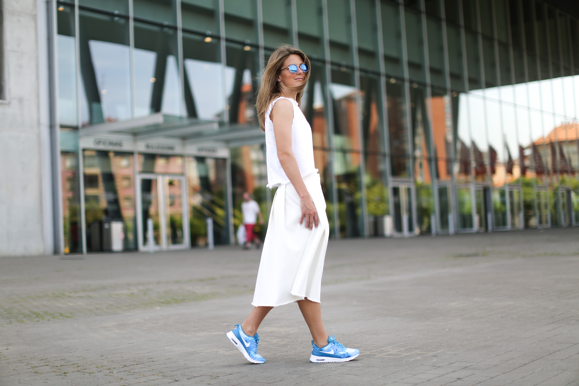 Clochet-streetstyle-nike-air-max-thea-total-white-outfit-5