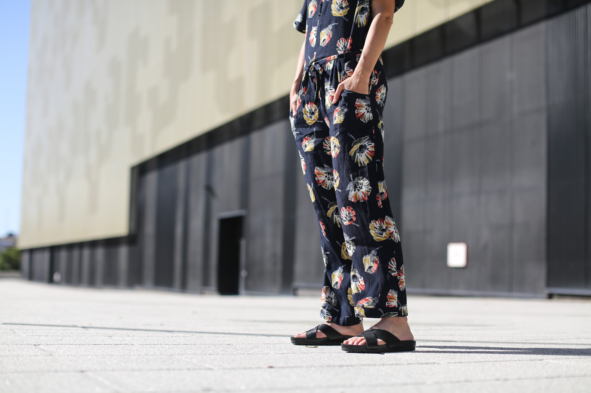 Clochet-streetstyle-vagabond-sliders-zara-flowers-jumpsuit
