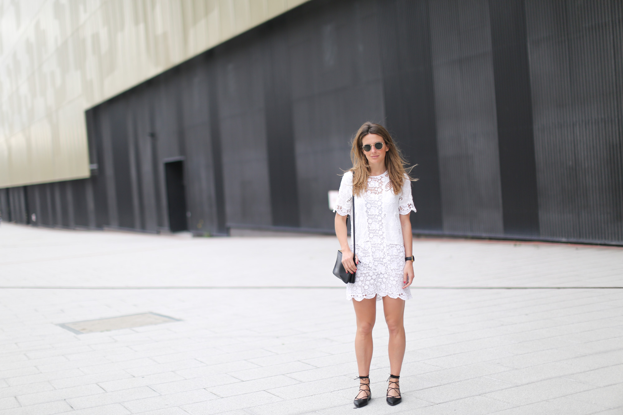 Clochet-streetstyle-zara-chloe-dress-lace-up-flat-shoes
