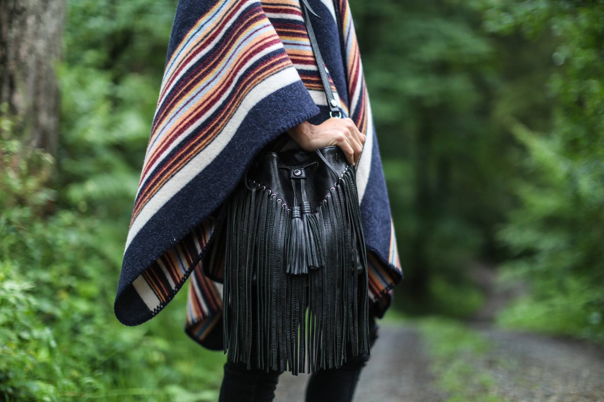 Clochet-streetstyle-la-mericaine-wool-poncho-6