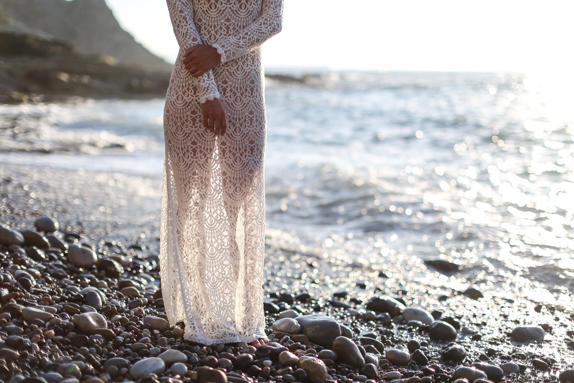 Clochet_streetstyle_long_white_lace_dress-12