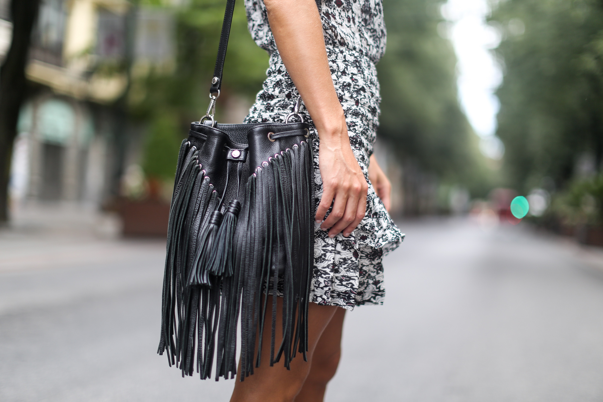 Clochet_maje_dress_sandro_fringed_leather_bag-5