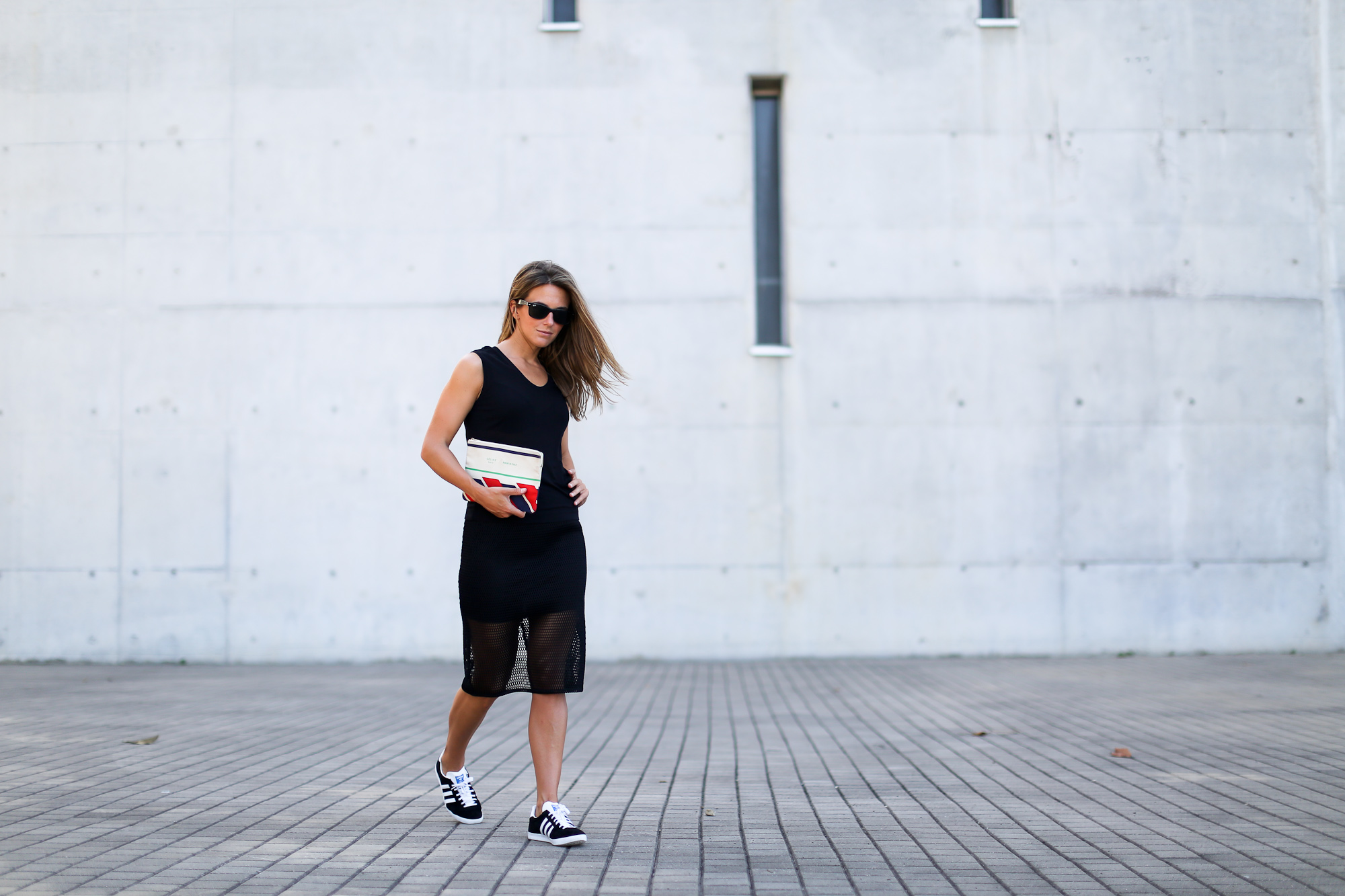 Clochet_streetstyle_adidas_gazelle_black_leztinstreet_celine_paris_clutch-2