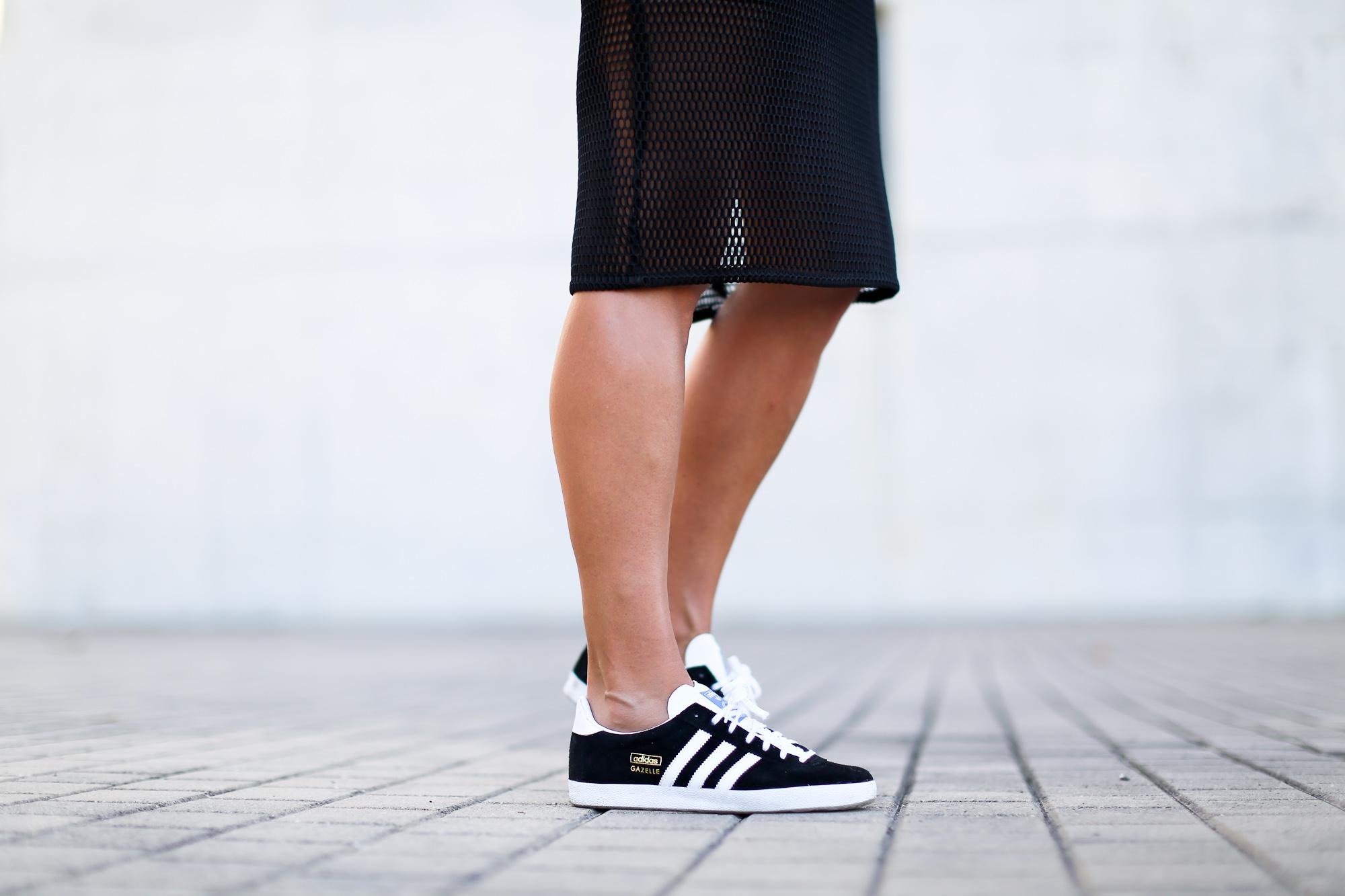 Clochet_streetstyle_adidas_gazelle_black_leztinstreet_celine_paris_clutch-4