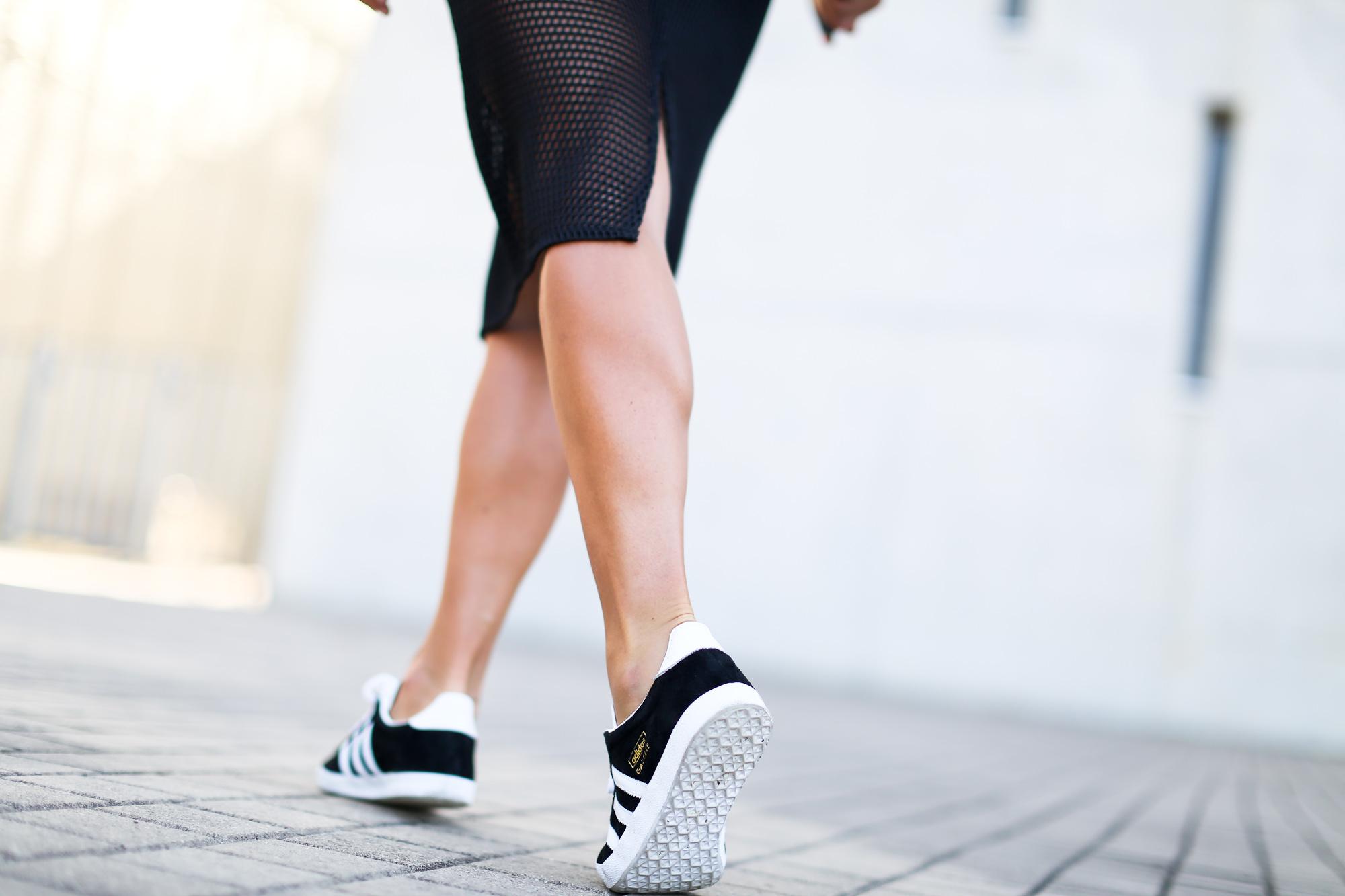 Clochet_streetstyle_adidas_gazelle_black_leztinstreet_celine_paris_clutch-5
