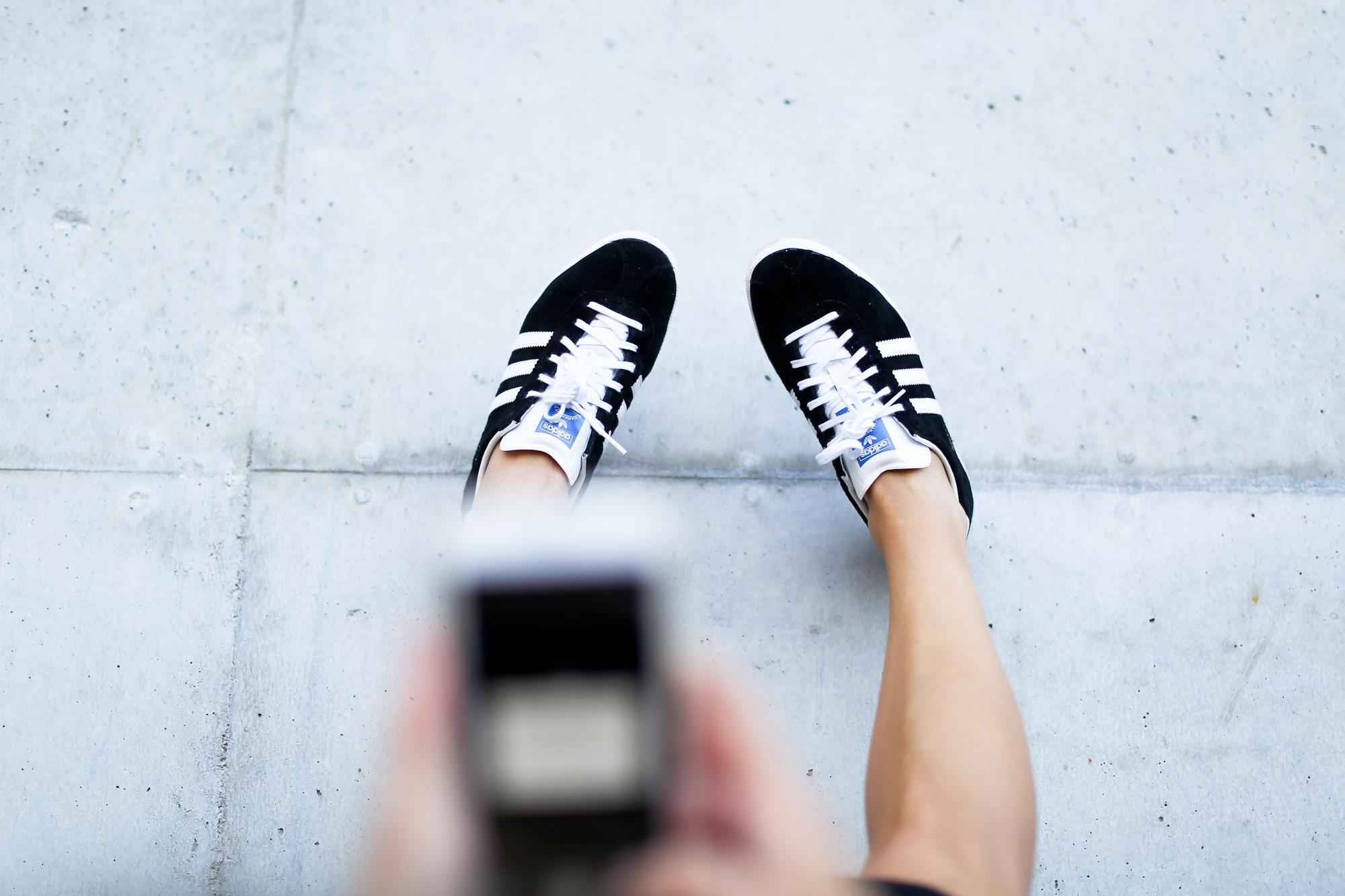 Clochet_streetstyle_adidas_gazelle_black_leztinstreet_celine_paris_clutch-9