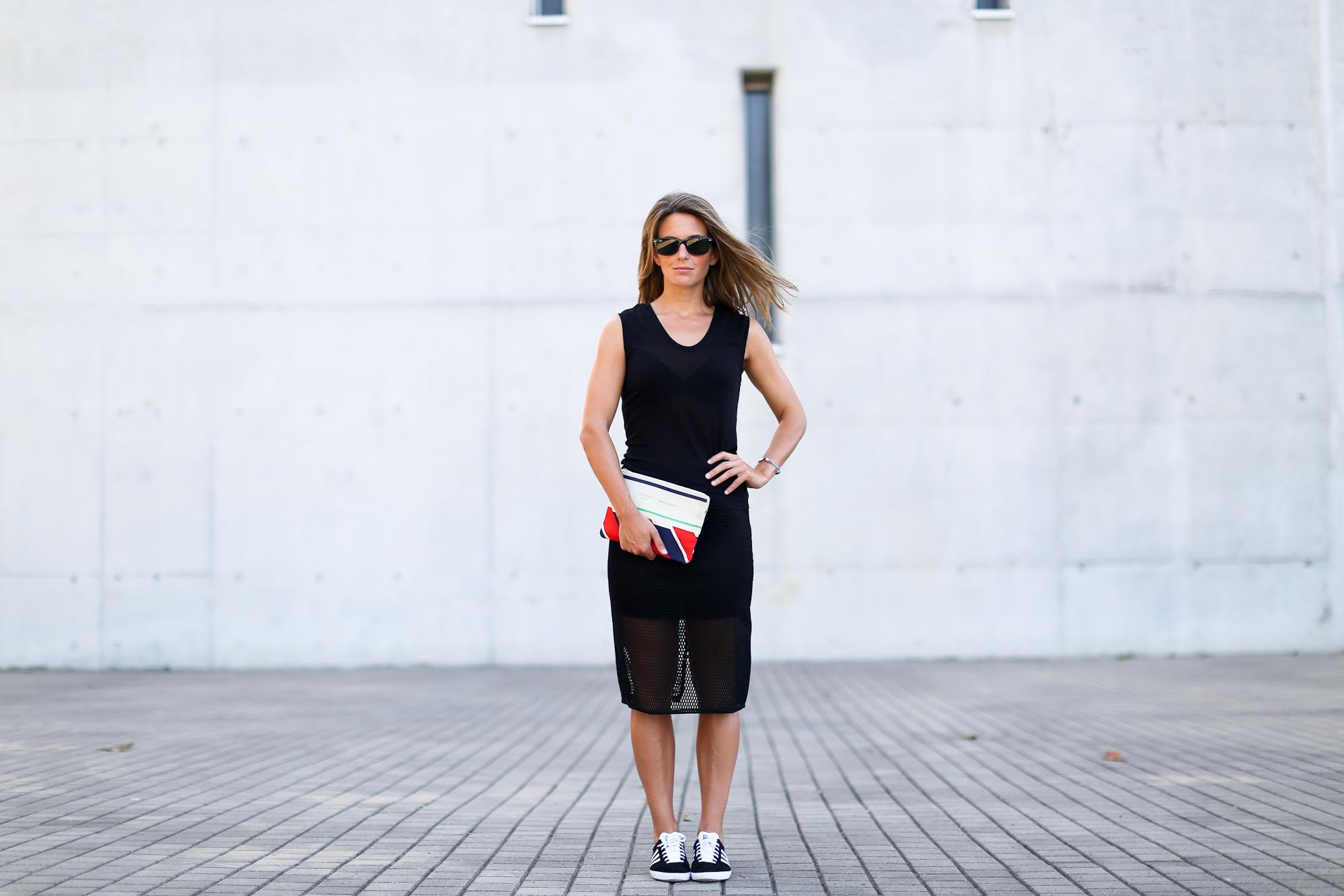 Clochet_streetstyle_adidas_gazelle_black_leztinstreet_celine_paris_clutch