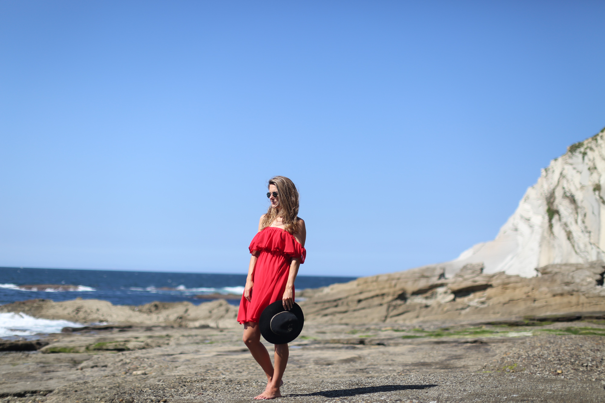 Clochet_streetstyle_chicwish_red_offshouders_dress_oysho_fedora_hat-2