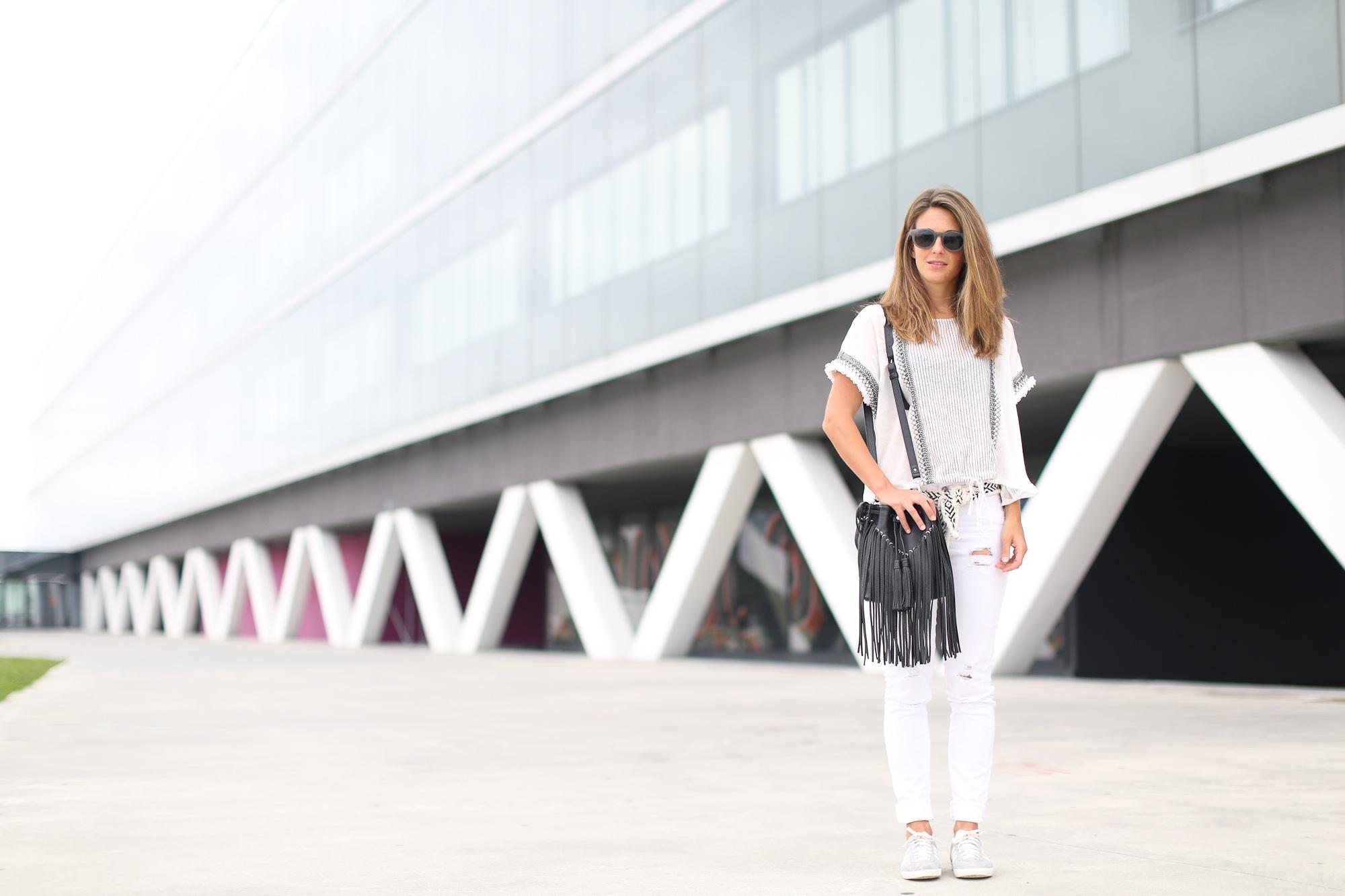 Clochet_streetstyle_zara_boho_top_vintage_grey_adidas_gazelle_leztinstreet_sandro_fringed_anik_bag-2