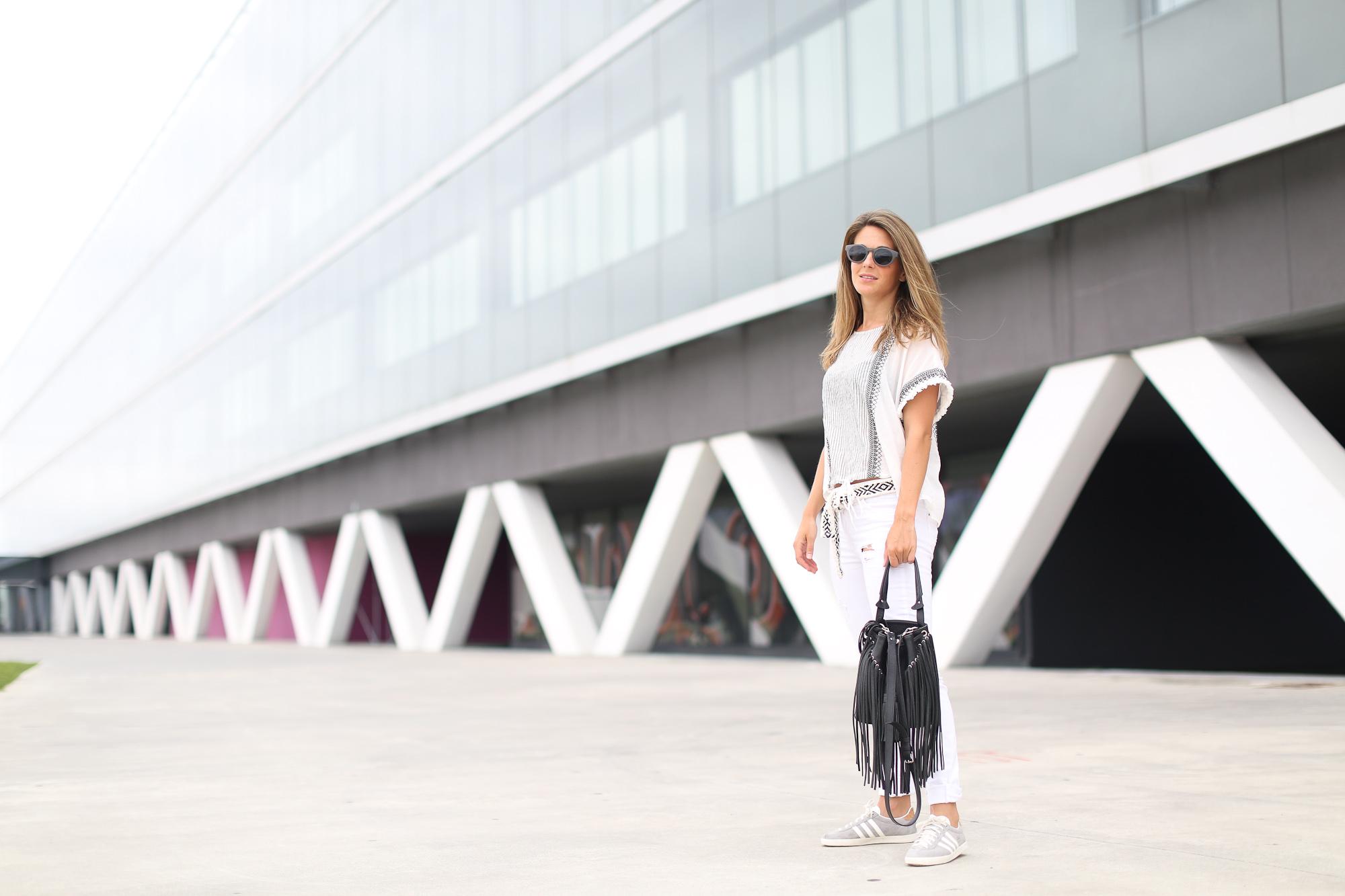 Clochet_streetstyle_zara_boho_top_vintage_grey_adidas_gazelle_leztinstreet_sandro_fringed_anik_bag-3