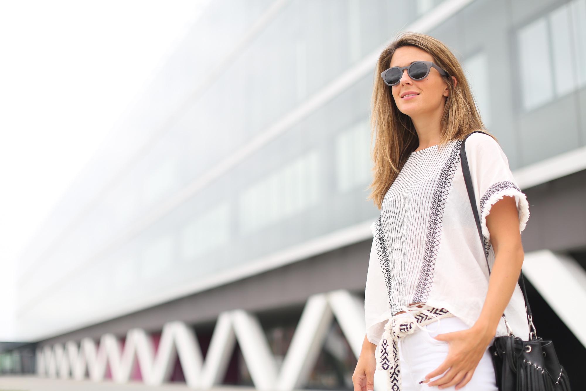 Clochet_streetstyle_zara_boho_top_vintage_grey_adidas_gazelle_leztinstreet_sandro_fringed_anik_bag-4