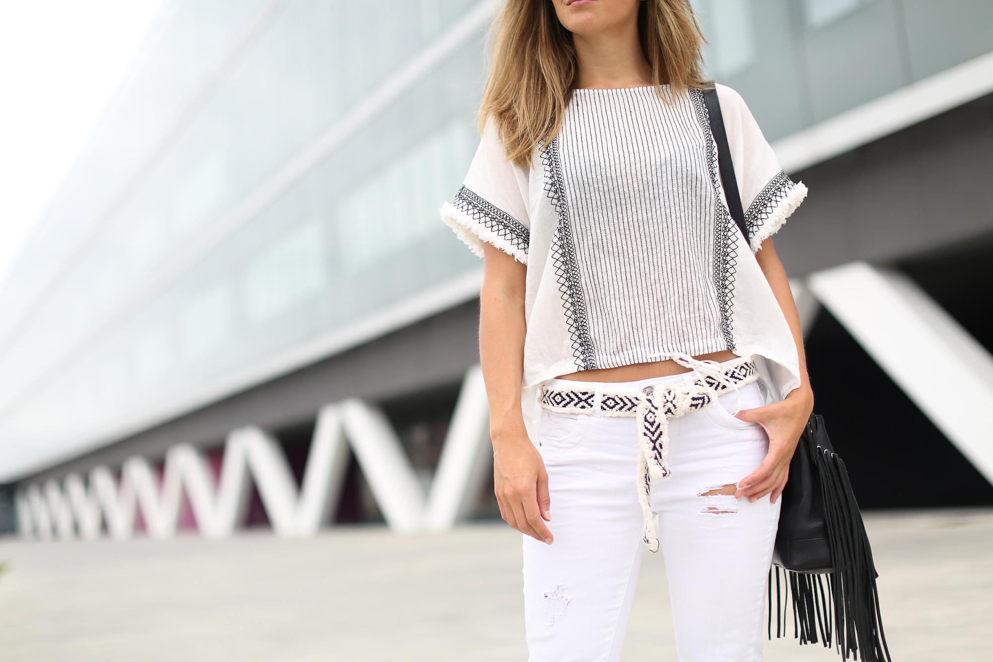 Clochet_streetstyle_zara_boho_top_vintage_grey_adidas_gazelle_leztinstreet_sandro_fringed_anik_bag-5