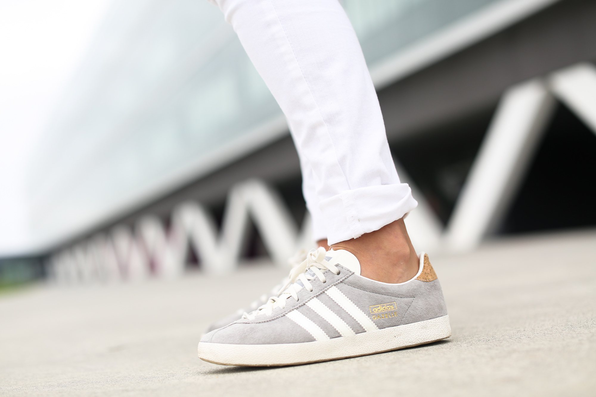 Clochet_streetstyle_zara_boho_top_vintage_grey_adidas_gazelle_leztinstreet_sandro_fringed_anik_bag-7