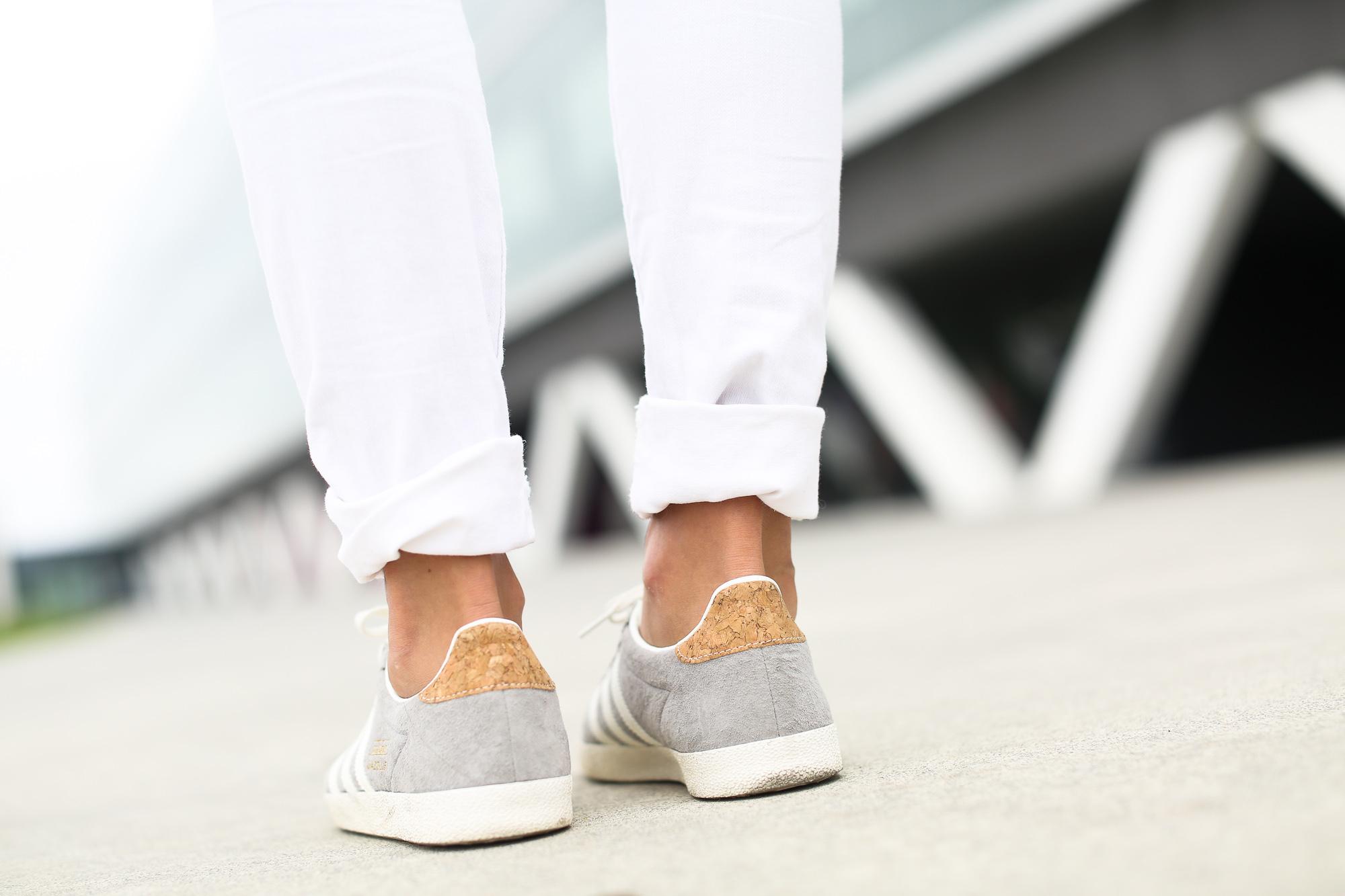 Clochet_streetstyle_zara_boho_top_vintage_grey_adidas_gazelle_leztinstreet_sandro_fringed_anik_bag-8