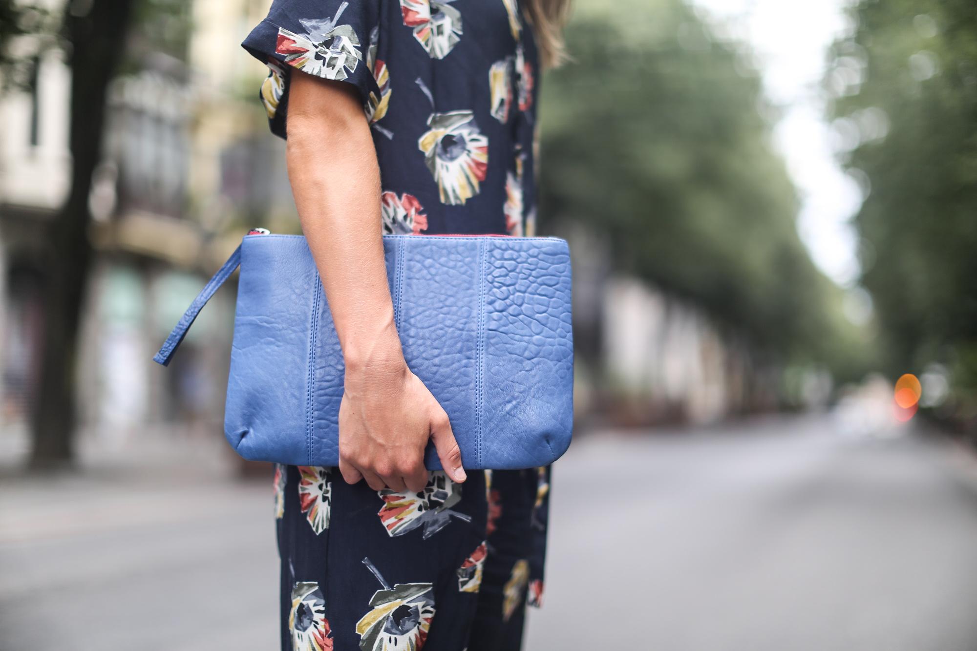 Clochet_streetstyle_zara_floral_jumpsuit_artemisia_leather_clutch-5
