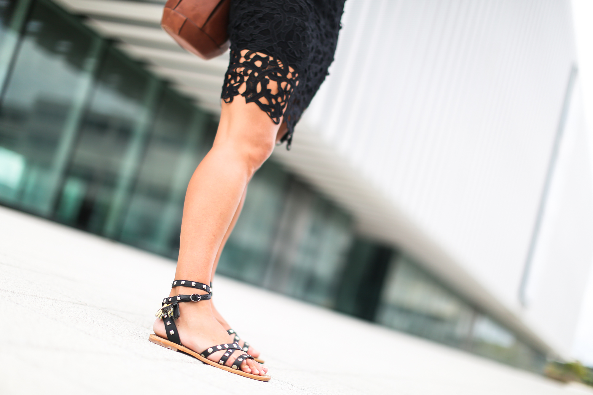 Clochet_chicwish_lace_skirt_artemisia_spartan_flat_sandals-6