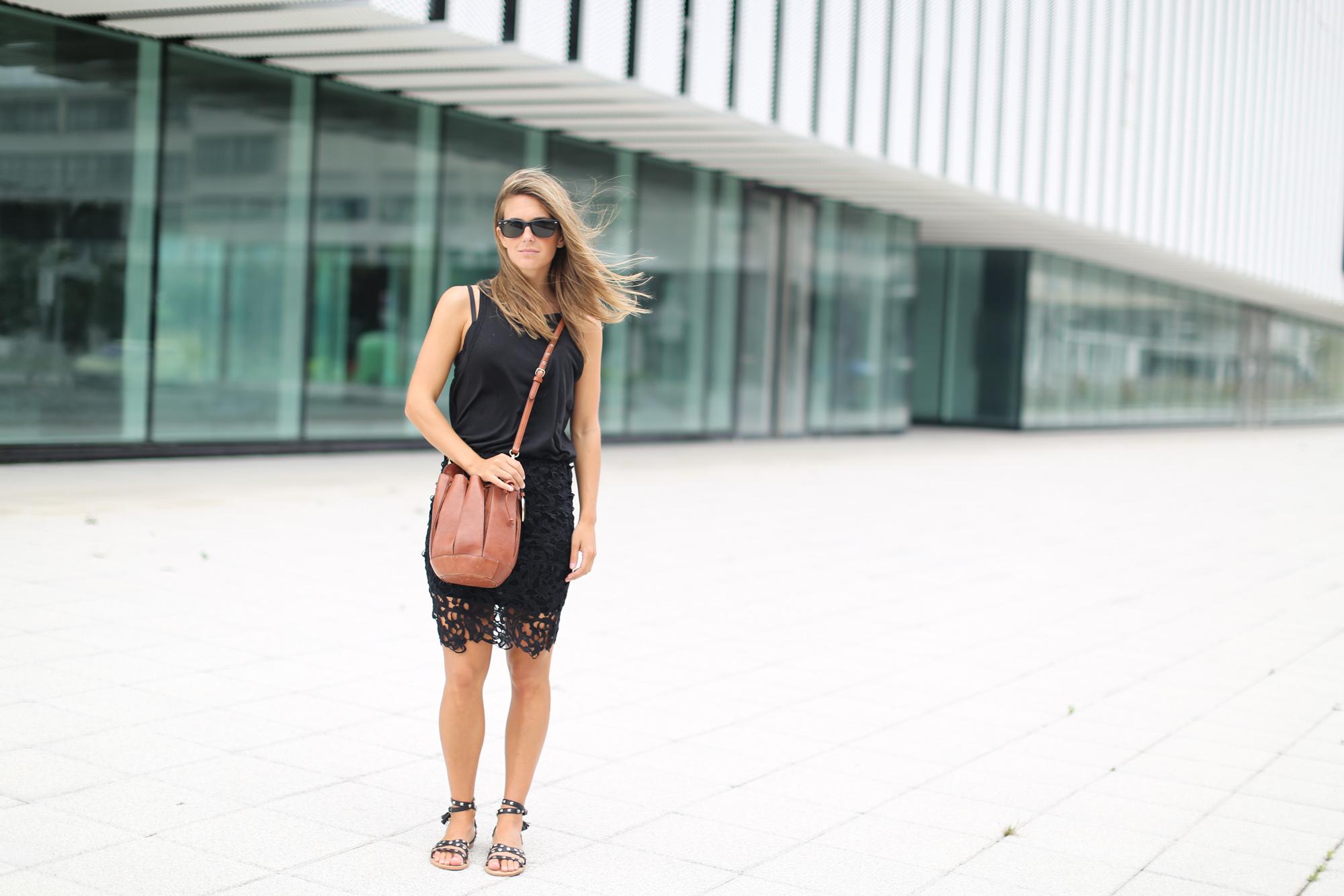 Clochet_chicwish_lace_skirt_artemisia_spartan_flat_sandals