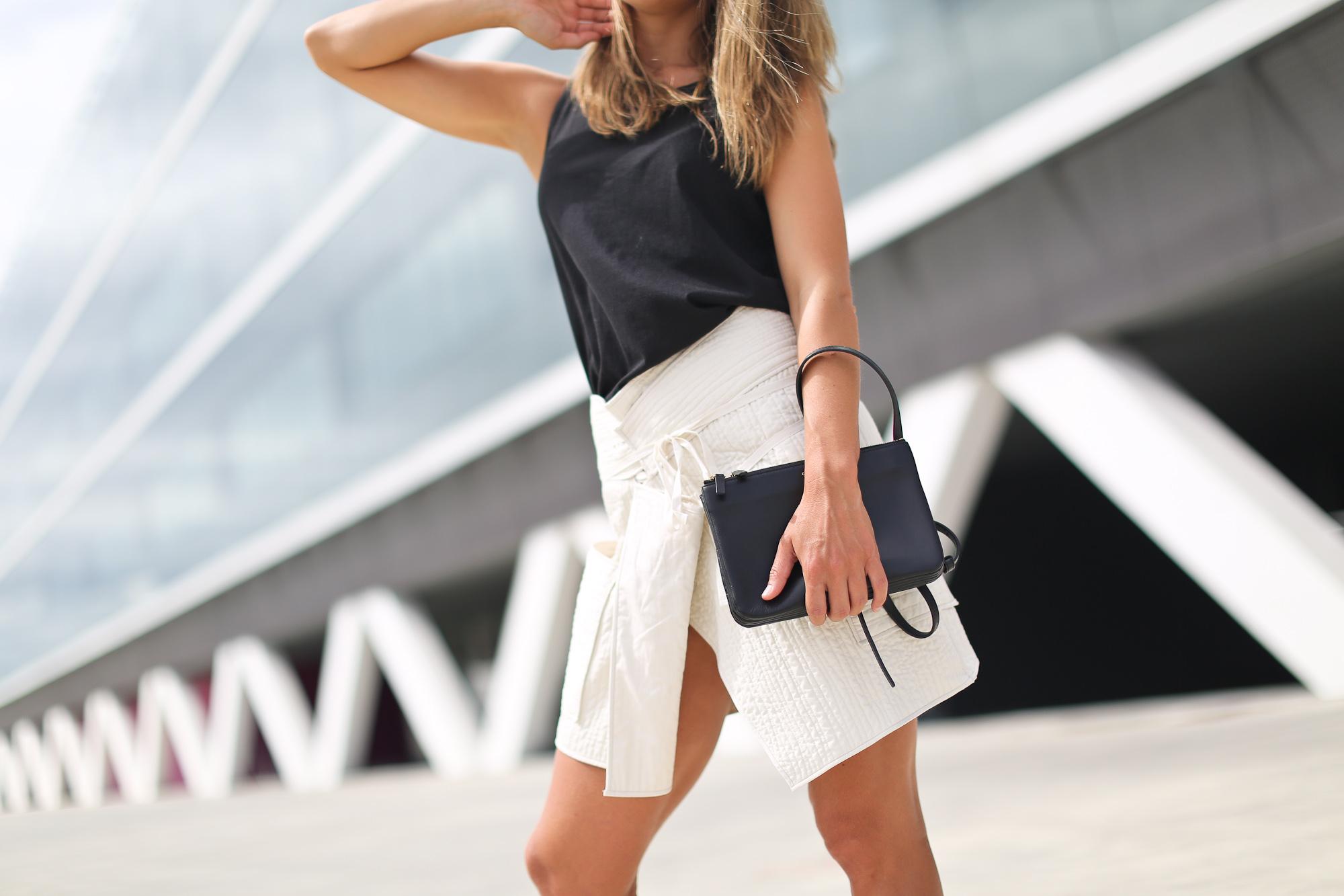 Clochet_isabel_marant_wrap_skirt_artemisia_roman_flat_sandals_celine_trio_bag-6