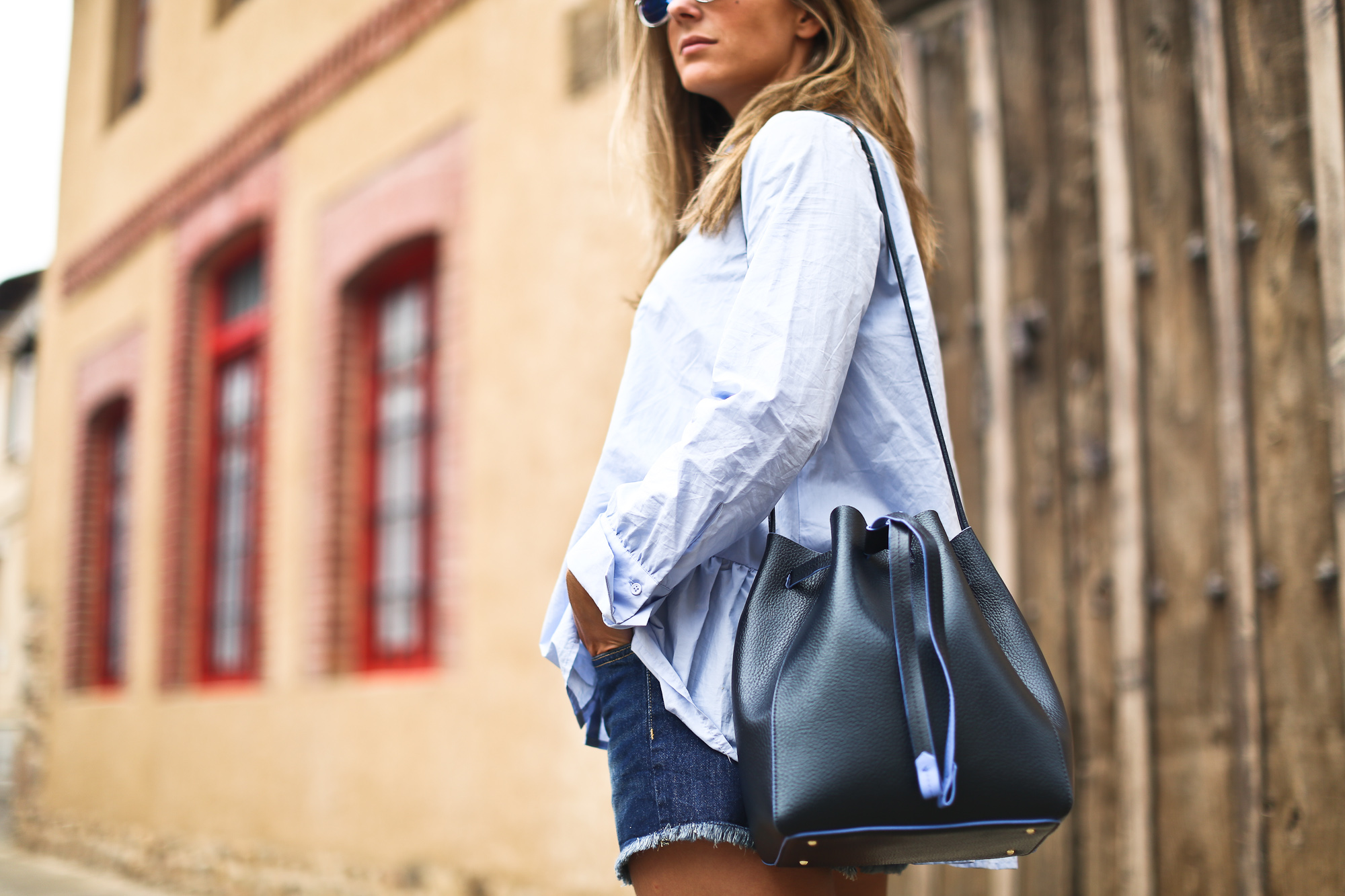 Clochet_purificacion_garcia_bucket_leather_bag_suede_espadrilles-4
