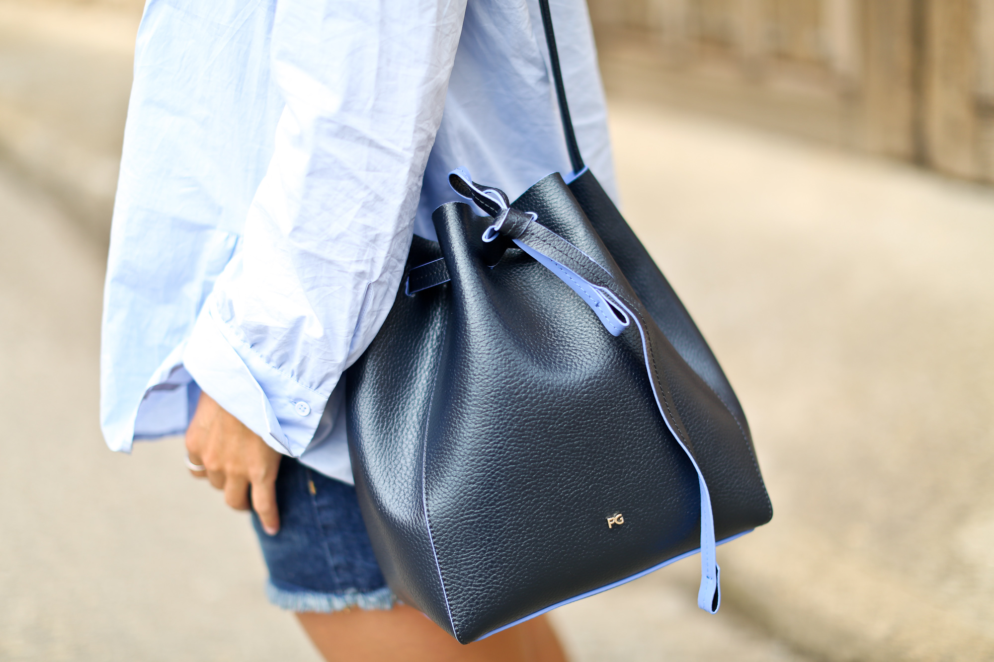 Clochet_purificacion_garcia_bucket_leather_bag_suede_espadrilles-8