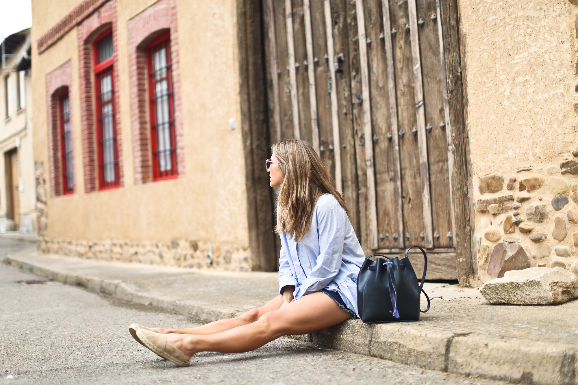 Clochet_purificacion_garcia_bucket_leather_bag_suede_espadrilles