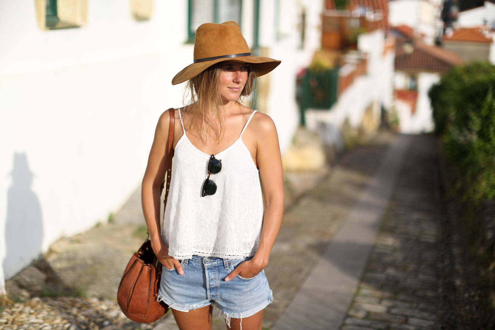 Clochet_streetstyle_levis_501_vintage_shorts_leather_fedora_hat