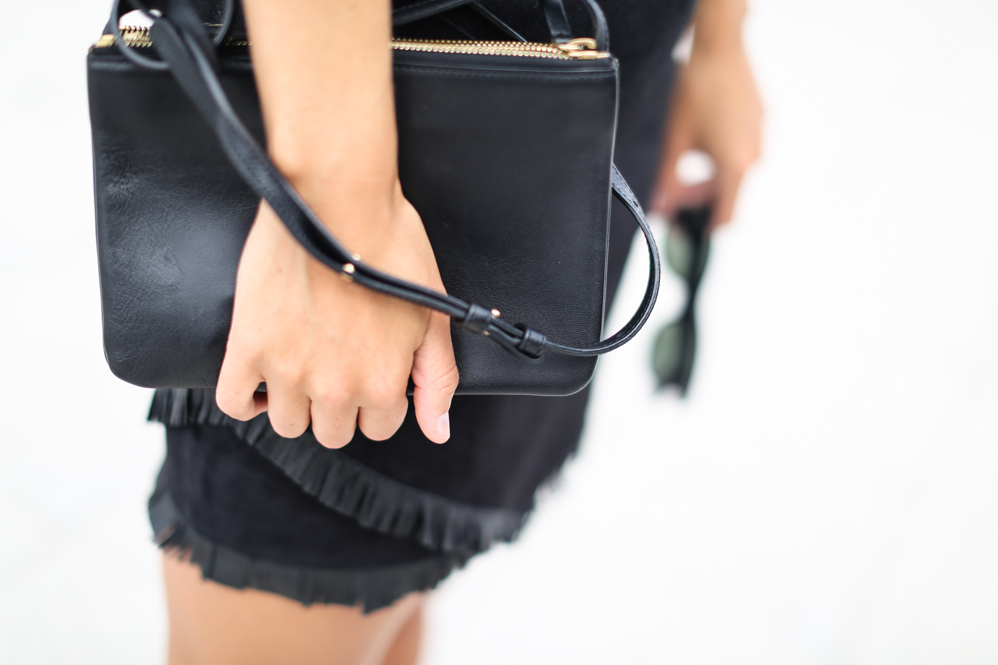 Clochet_streetstyle_maje_suede_fringed_skirt_celine_trio_bag-7