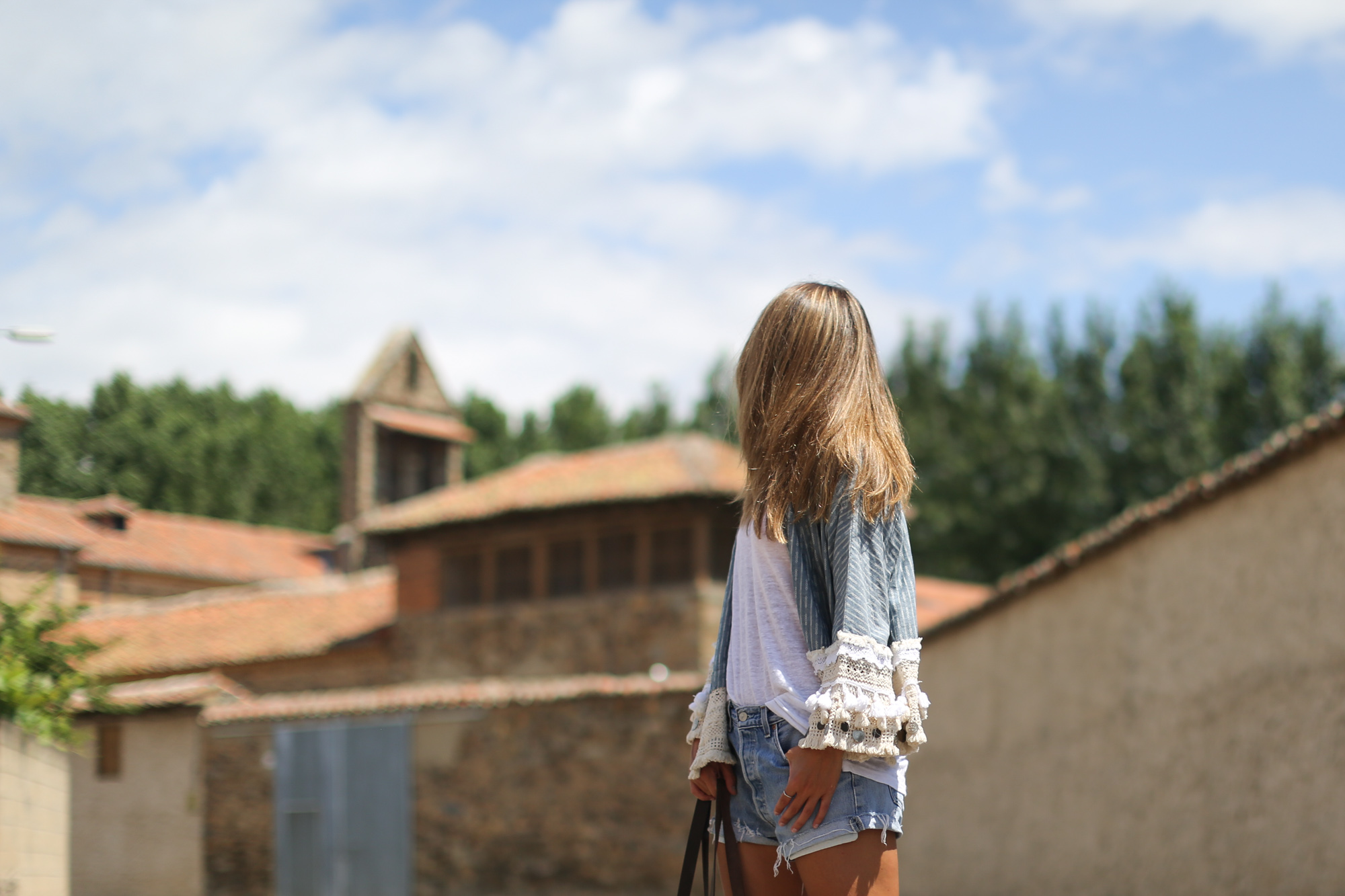 Clochet_streetstyle_zara_ethnic_kimono_jacket_suede_espadrilles_levis501-2