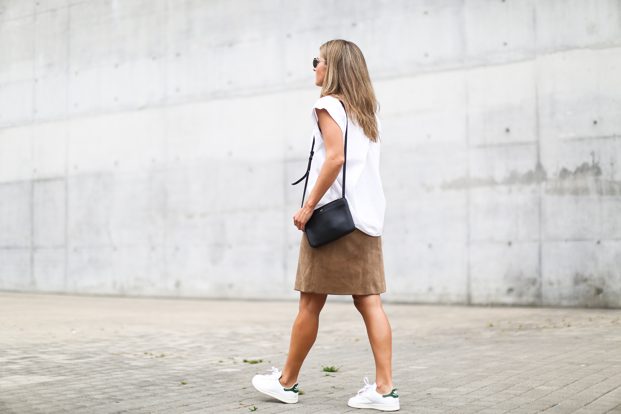 Clochet_suede_skirt_white_shirt_adidas_stan_smith_leztinstreet_celine_trio_bag-2