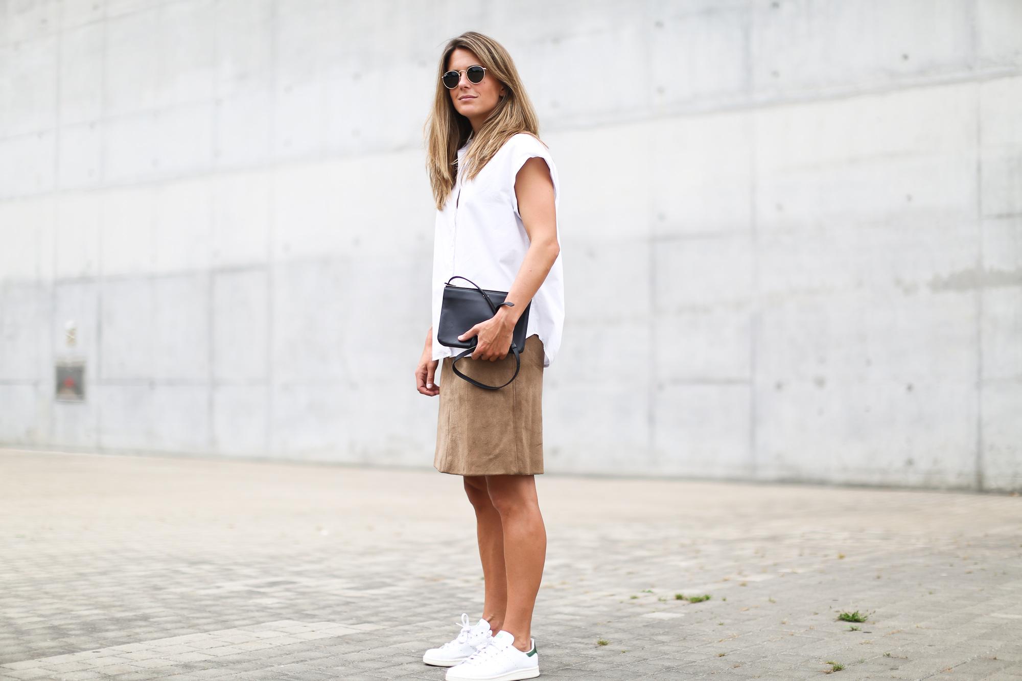 Clochet_suede_skirt_white_shirt_adidas_stan_smith_leztinstreet_celine_trio_bag-5