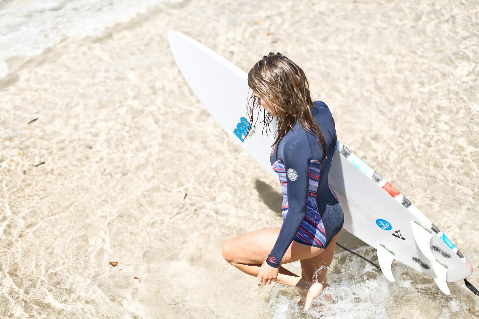 Clochet_surf_rip_curl_bombshell_wetsuit_4
