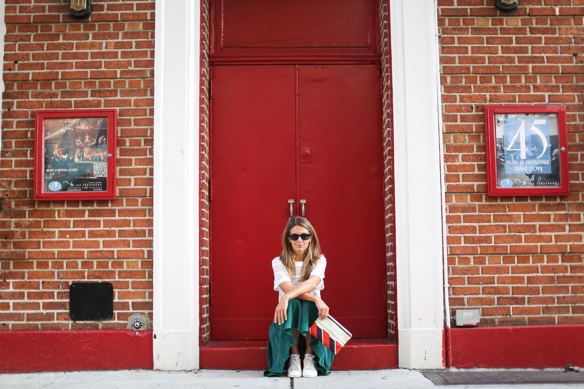 Clochet_streetstyle_newyork_h&m_trend_green_midi_skirt_adidas_stansmith-4