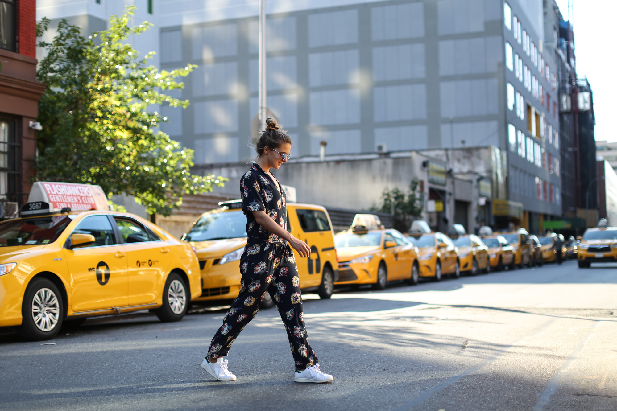Clochet_streetstyle_nyfw_newyorkfashionweek_zara_floral_jumpsuit_adidas_stansmith-6