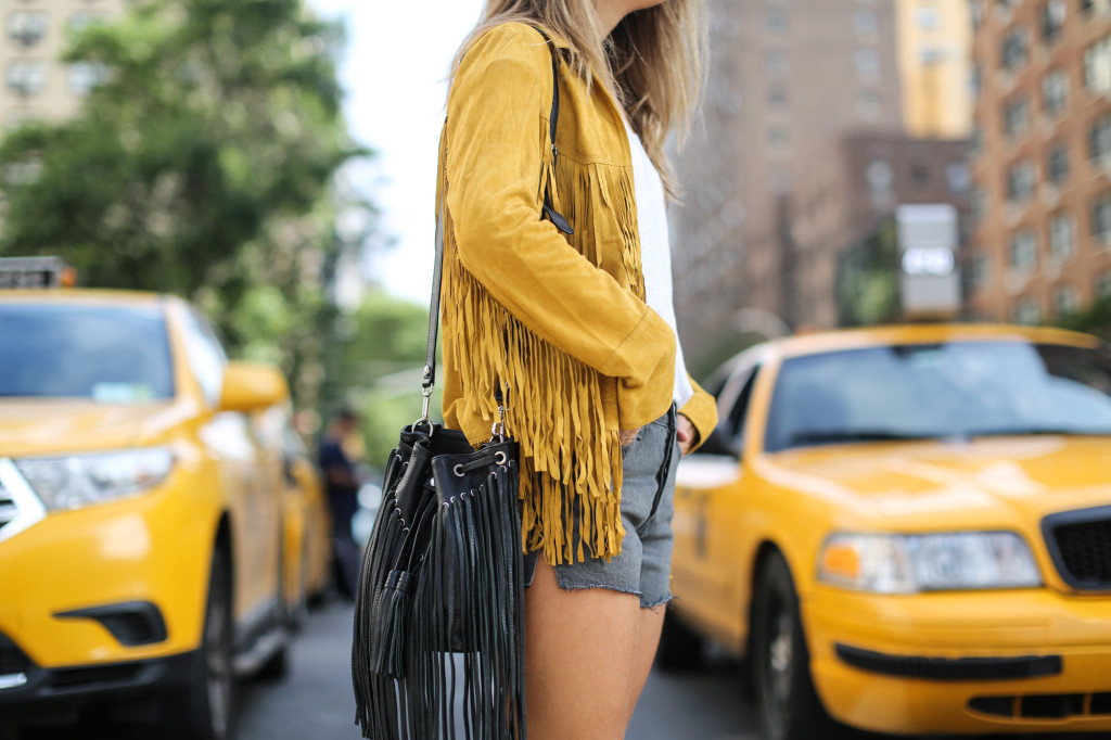 Clochet_streetstyle_suede_fringed_yellow_jacket_levis_501-3