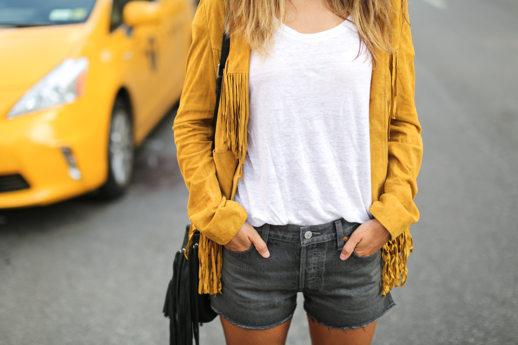 Clochet_streetstyle_suede_fringed_yellow_jacket_levis_501-6