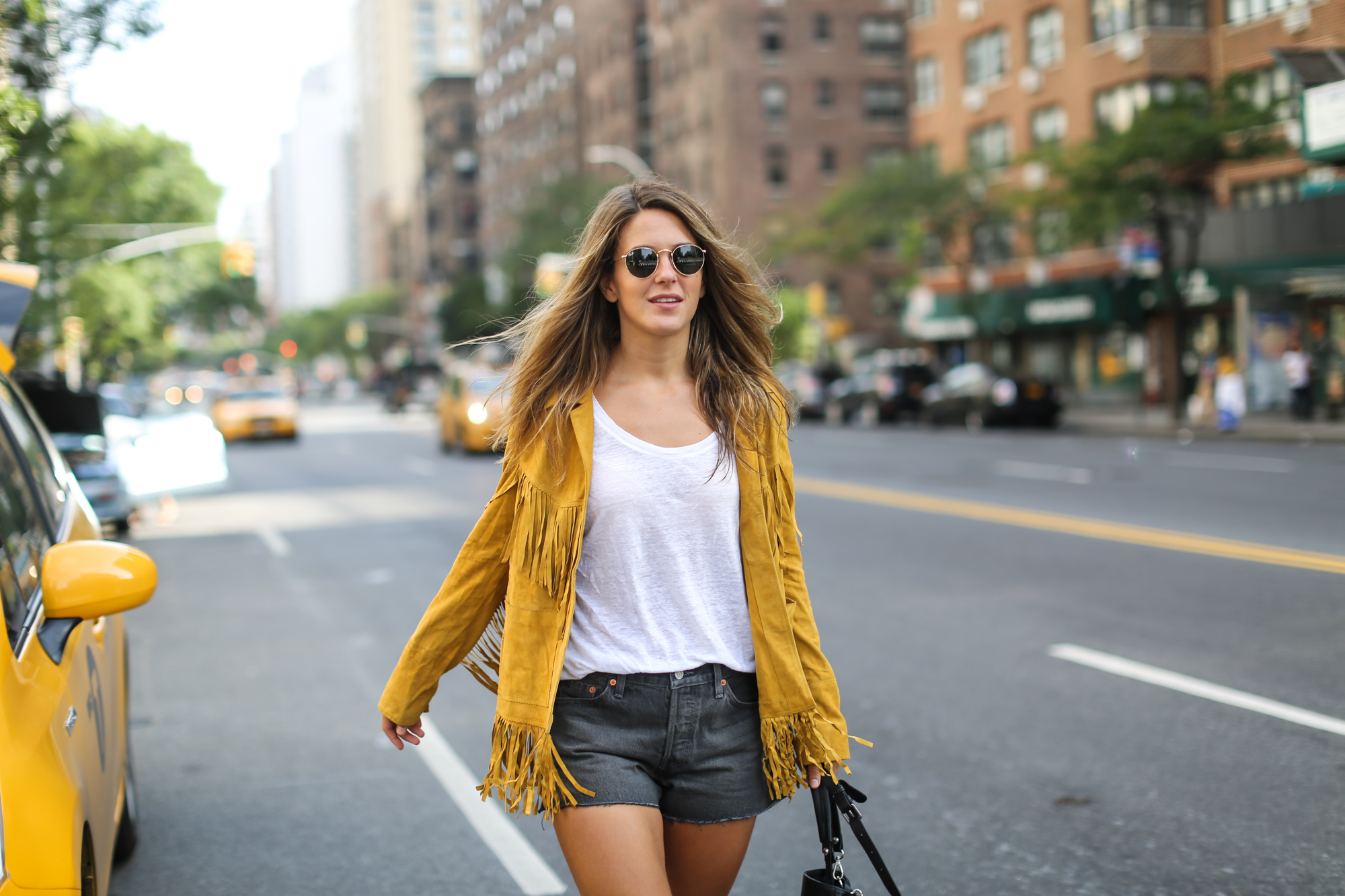 Clochet_streetstyle_suede_fringed_yellow_jacket_levis_501-7