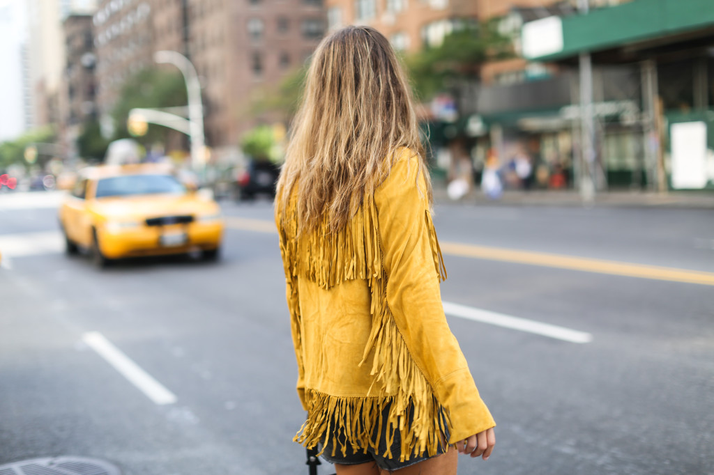 Clochet_streetstyle_suede_fringed_yellow_jacket_levis_501-8