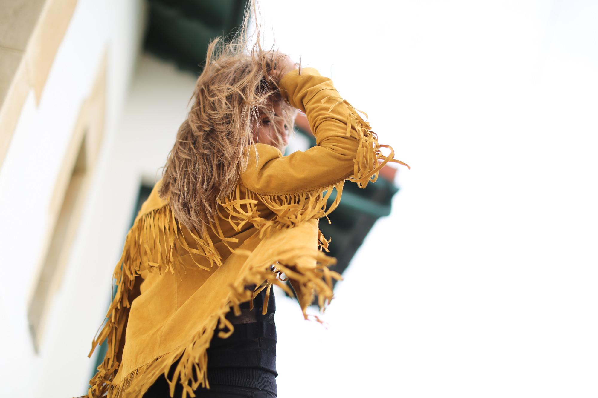 Clochet_Streetstyle_zara_yellow_suede_fringed_jacket-10