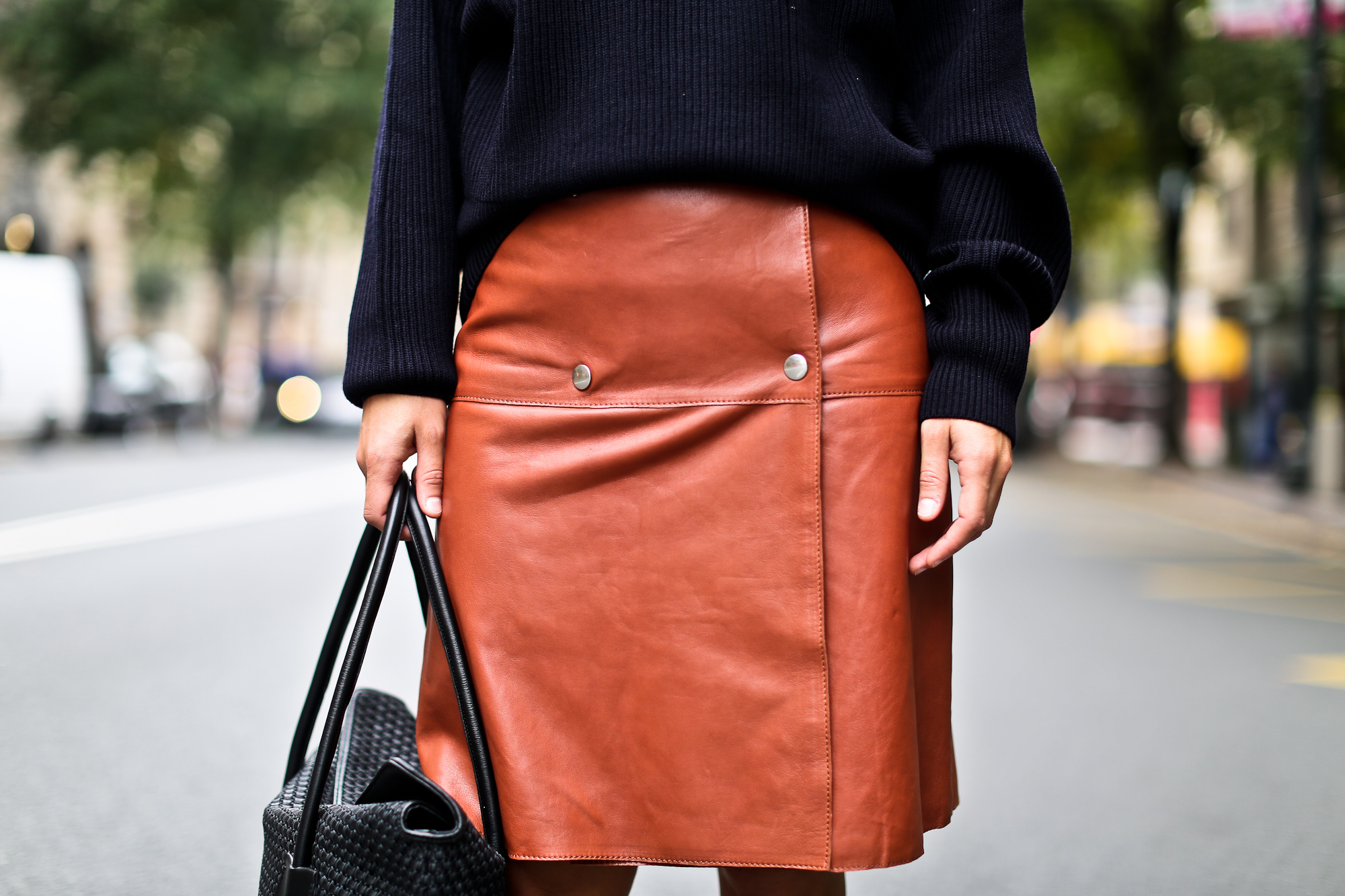 Clochet_boxcalf_bolso_negro_piel_trenzada_fillipak_leather_skirt-10
