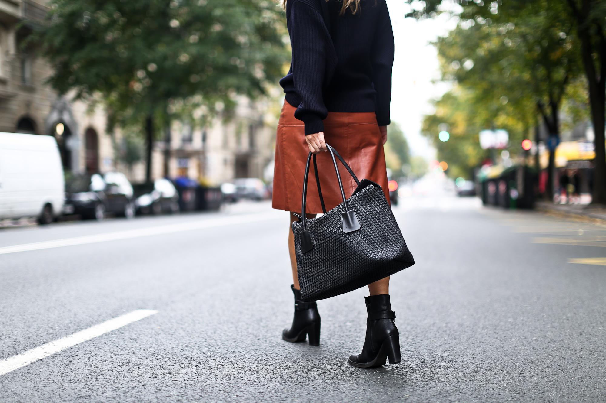 Clochet_boxcalf_bolso_negro_piel_trenzada_fillipak_leather_skirt-14