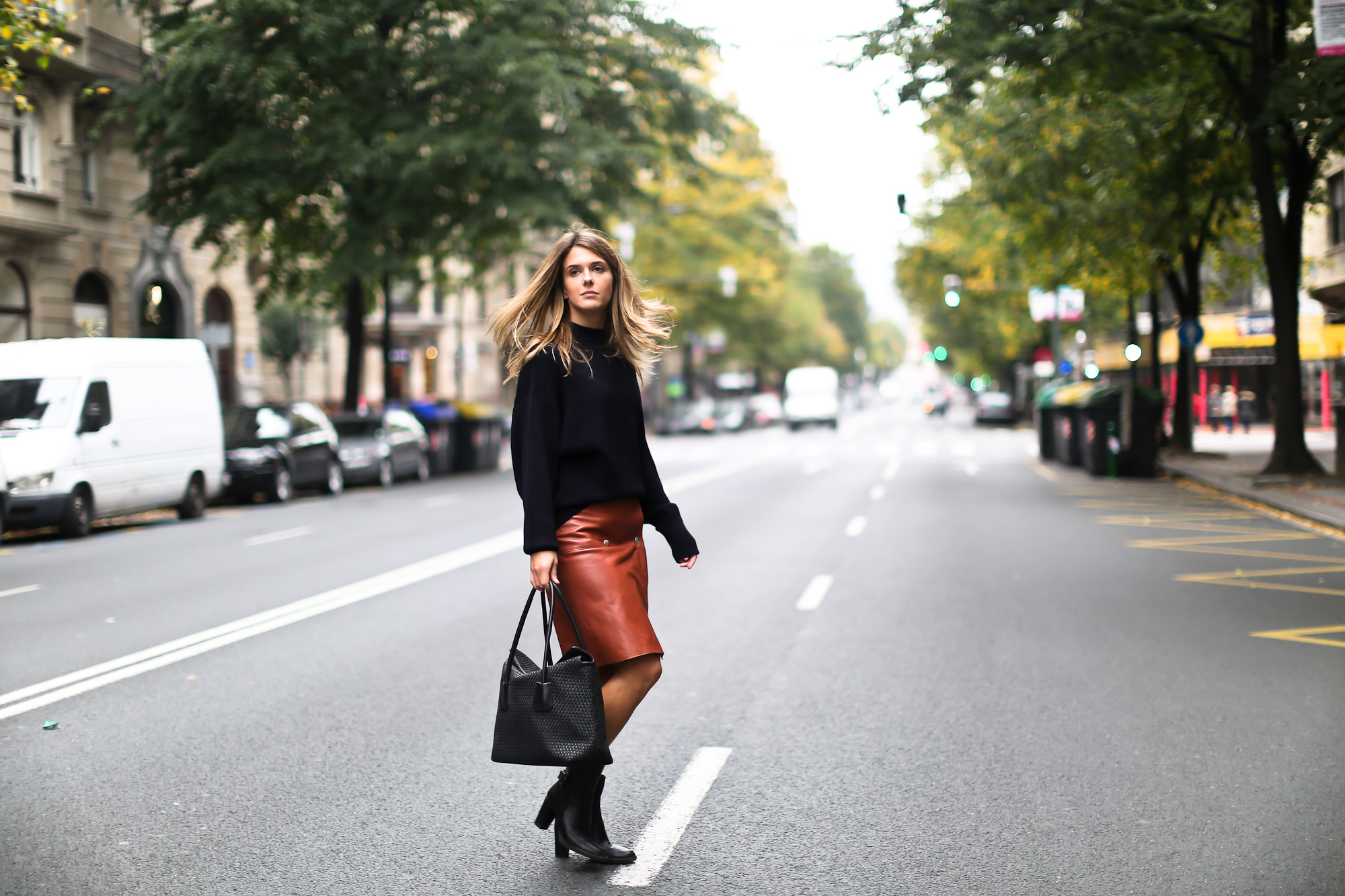 Clochet_boxcalf_bolso_negro_piel_trenzada_fillipak_leather_skirt-5