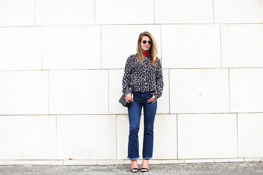Clochet_streetstyle_isabel_marant_etoile_shirt_cropped_flared_jeans_celine_Trio_bag-7