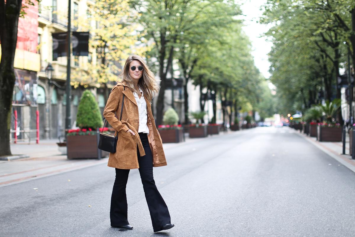 Clochet_streetstyle_suiteblanco_suede_trench_coat_denim_flared_jeans-3